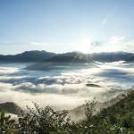 八海山からのご来光雲海を照らす